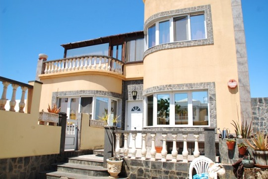 Five Bedroom Detached House in Playa Honda