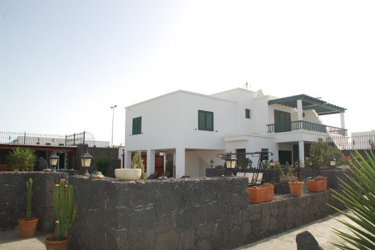 Beautiful 5 Bed Villa with Exquisite Outside Space